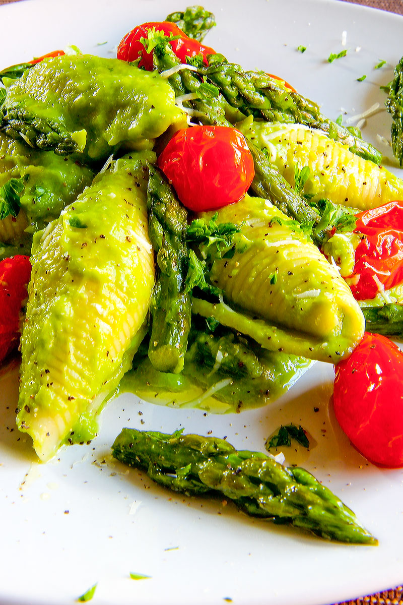 JUMBO SHELLS PASTA WITH CREAM OF ASPARAGUS and roasted cherry tomatoes