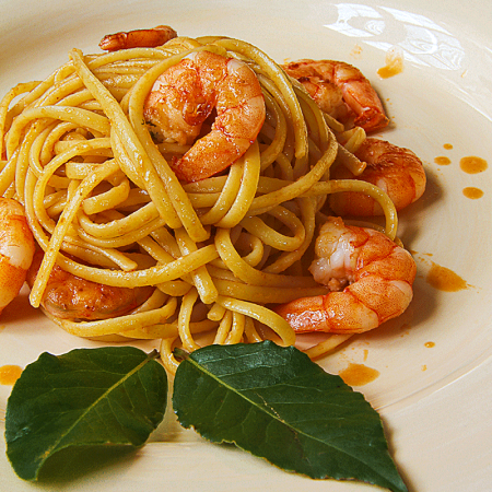 "SHRIMP LINGUINE with ""summer"" cognac bisque"