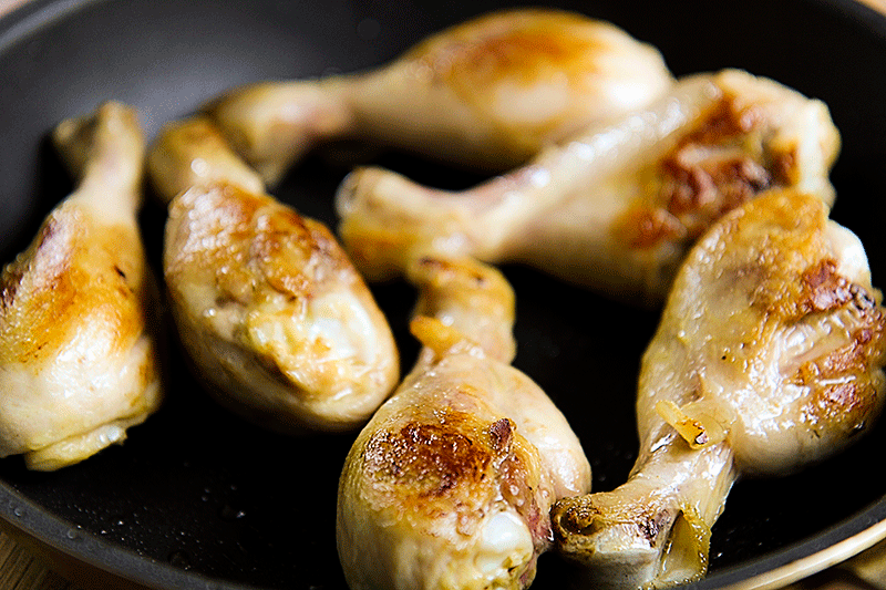 chicken drumsticks with dill and white wine sauce
