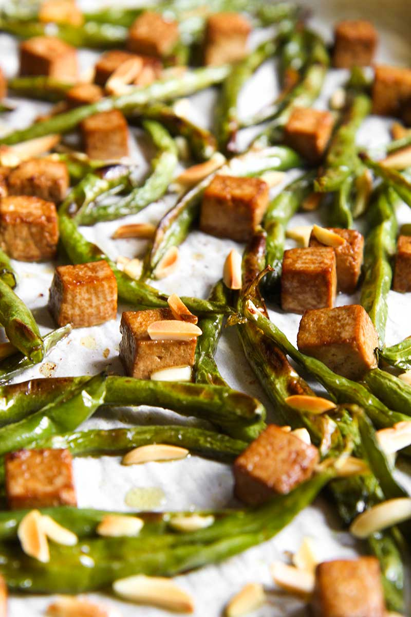 GREEN BEANS SALAD with marinated tofu and almonds