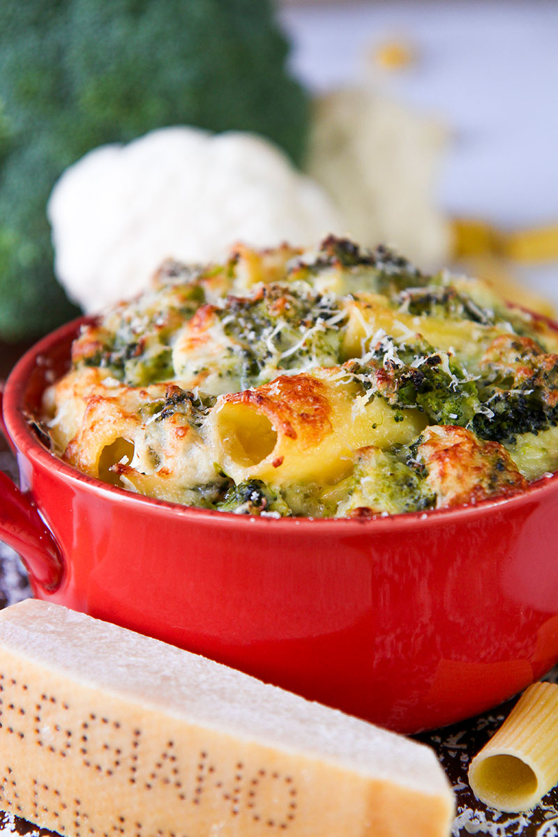 VEGETARIAN BAKED PASTA with cauliflower sauce and broccoli