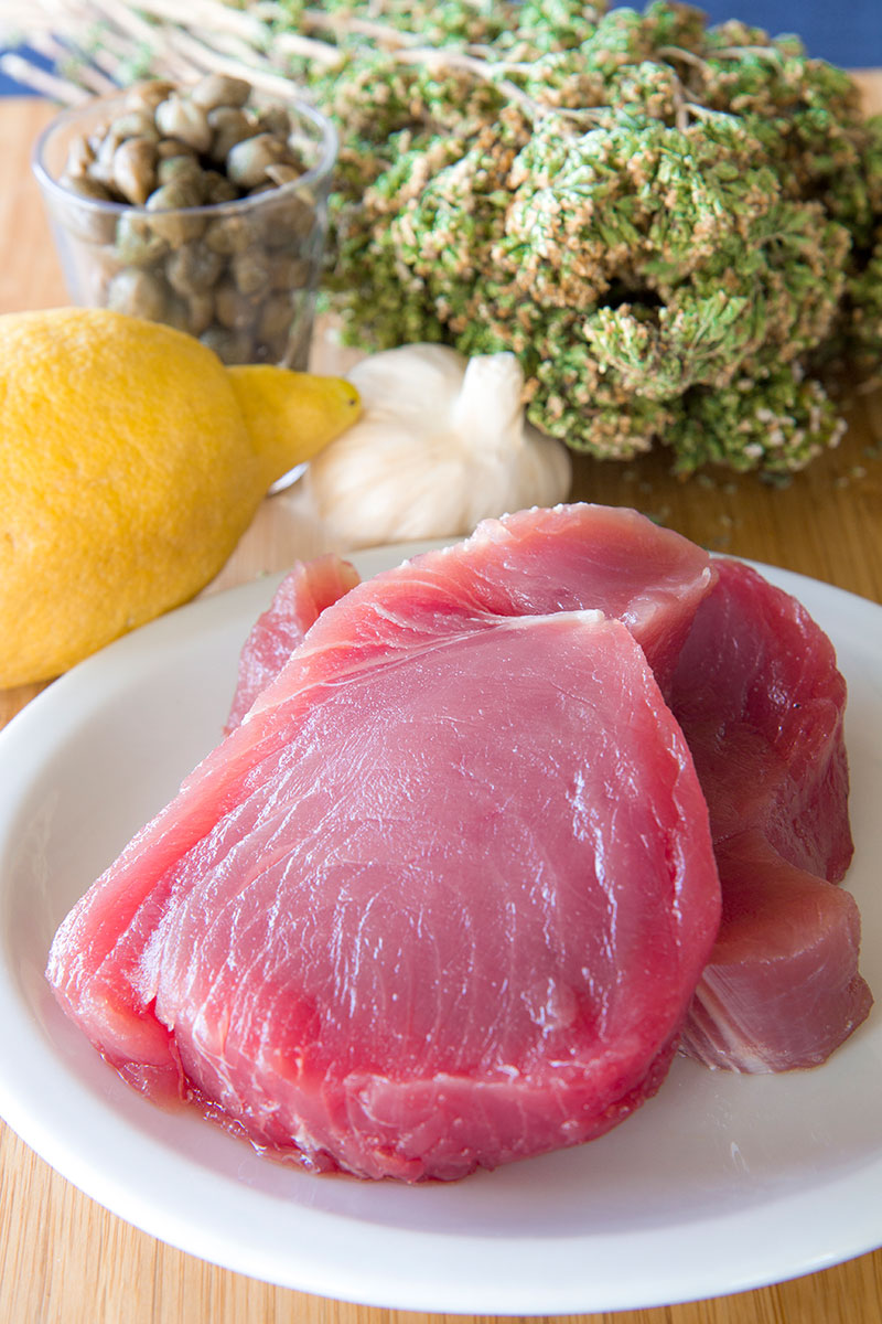 SALMORIGLIO TUNA STEAK RECIPE ON THE BOAT: eating with a Sicilian fisherman!