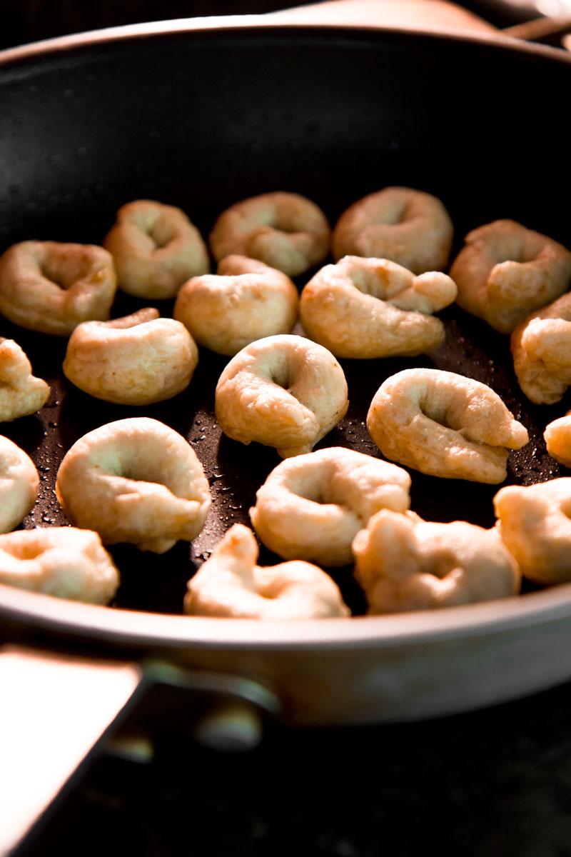 TARALLI RECIPE - Traditional Italian bread snacks for aperitif and party