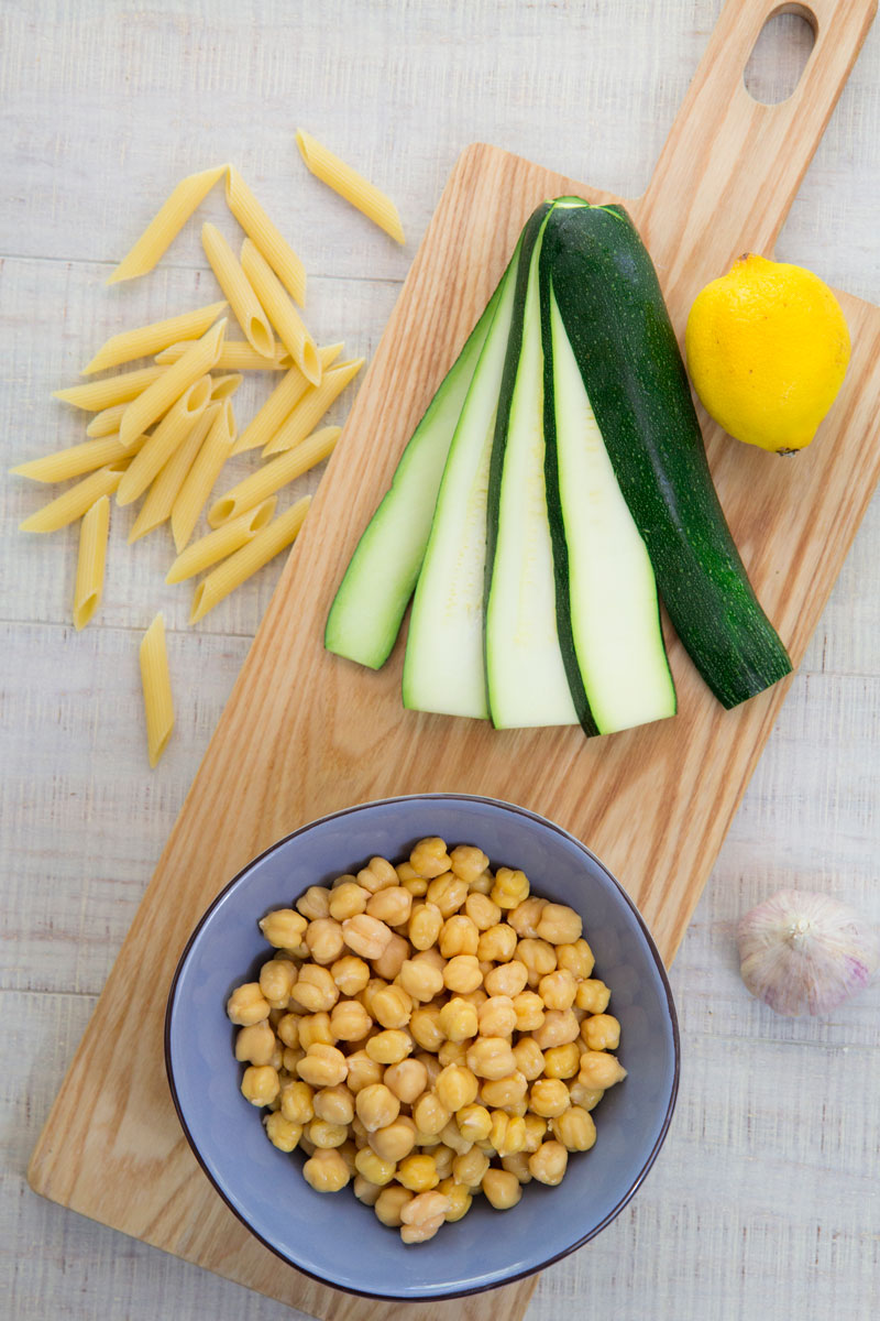 PASTA SALAD RECIPE with grilled zucchini and chickpeas: healthy and tasty!
