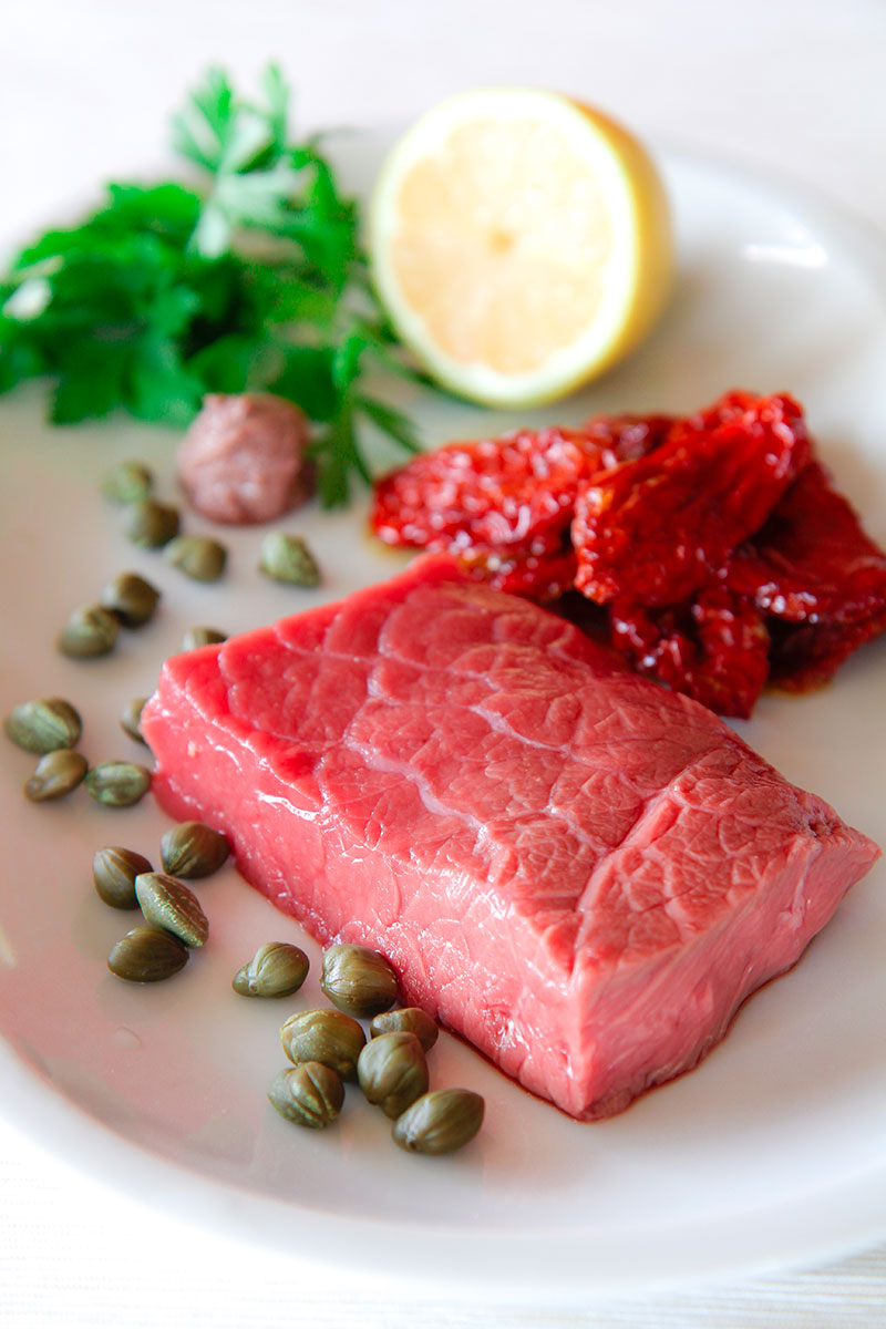 MEDITERRANEAN STEAK TARTARE with sun-dried tomatoes and fresh parsley