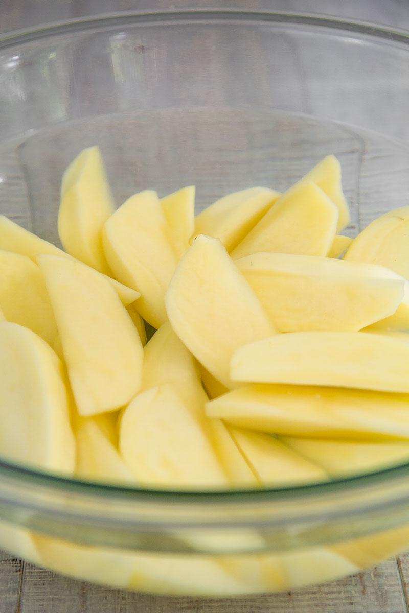 ALOO GOBI RECIPE - Indian stir-fry potatoes and cauliflower