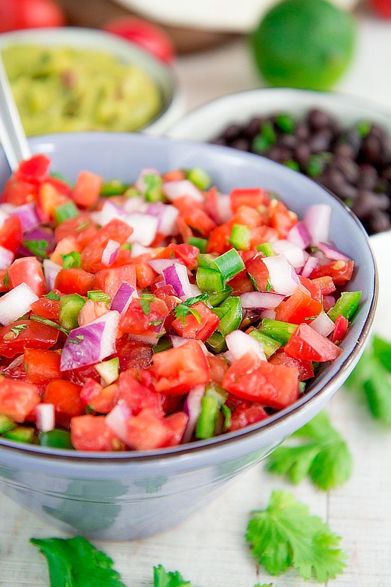 PICO DE GALLO RECIPE & HISTORY - Traditional Mexican salsa!